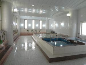 広くて綺麗な浴場